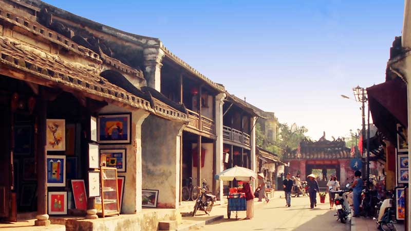 Central Viet Nam Heritage Discovery 4 Days Tour (RT076)