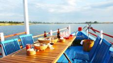 Lunch-on-boat